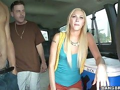 Tara Lee gets in its entirety in the brush twat by hot dude